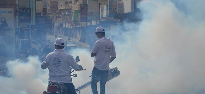 فرع جمعية الإصلاح بمحافظة تعز ينفذ حملة رش ضبابي لمعظم ٲحياء مدينة تعز