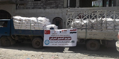 Funded by the Turkish Red Crescent, CSSW branch in Ibb governorate distributes flour to poor, displaced and affected families